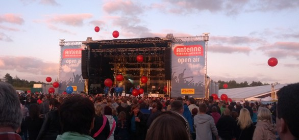 Luftballonaktion vom Hit Radio Antenne-Team